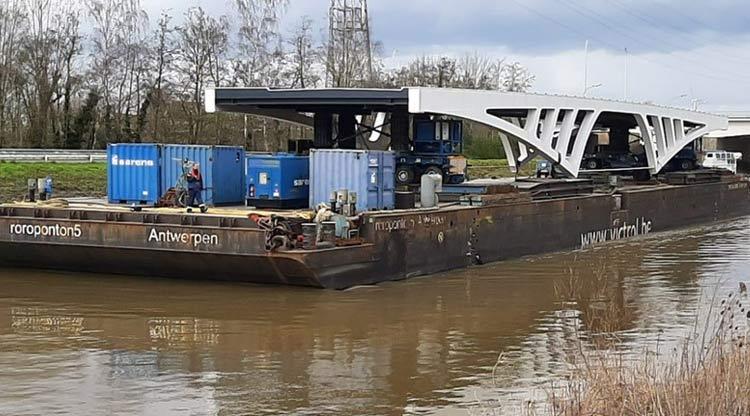 nieuwe brug over oude dender